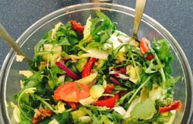 Rukolový salát s avokádem