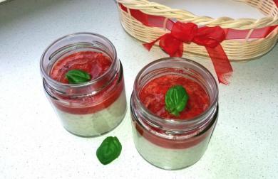Kokosovo-jahodová tapioca s bazalkou