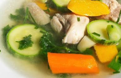 Kuřecí polévka s cuketou a dýní