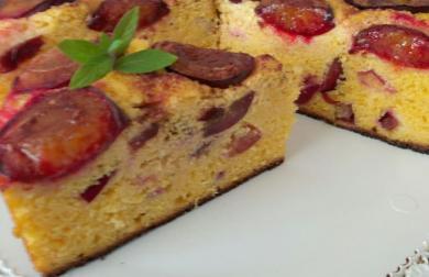 Švestkový koláč z polenty