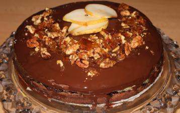 Perníková torta so slivkovo - hruškovou plnkou a slaným karamelom