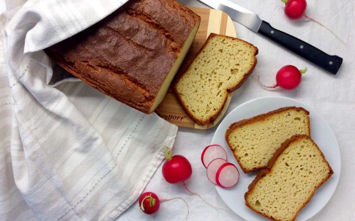 Kynutý chléb z kešu a mandlové mouky