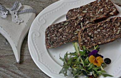 Knackebroty nebo Vegipan (veganský chléb) jak ho vidím já - chléb bez kypřidel a kynutí - bez lepku, mléka i vajec, škrobů, sóji a ořechů