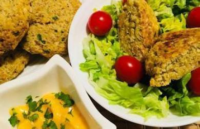 Karbanátky z kuřecího masa a červené čočky