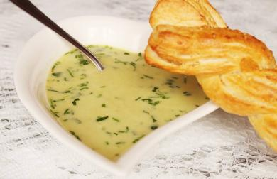 Polévka s bryndzou a brokolicí