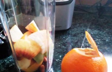 Smoothie jablko + pomeranč s mandlemi