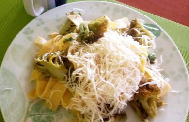 Čerstvé parpadelle (nudle) s brokolicí a bylinkovým dipem