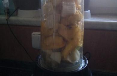 Smoothie mango-banán-jablko