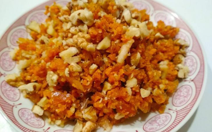 Mrkvový salát s ořechy podle Mačingové