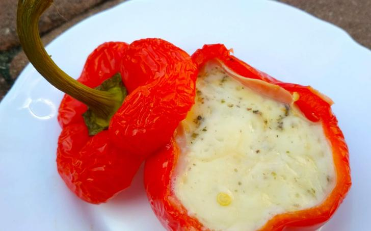 Pečené papriky plněné sýrem