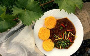 Hovězí guláš s nízkosacharidovým zeleninovým knedlíkem