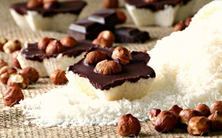 Kokosové hvězdičky se šmakoun kokosovým krémem, čokoládou a lískovými ořechy