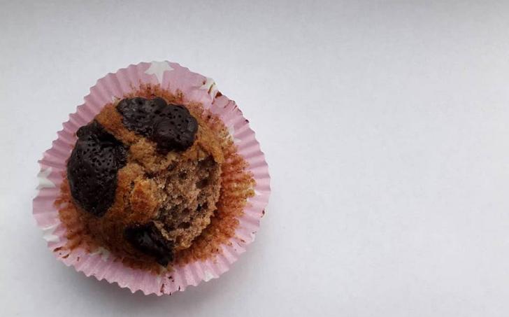 Banánovo-perníčkové muffiny se 70% čokoládou a vlašákama