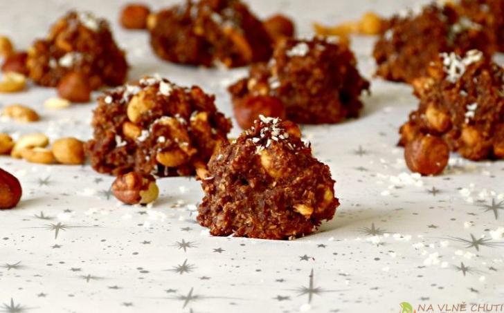 Kakaové kokosovo-ořechové hrudky s banánem a čokoládou
