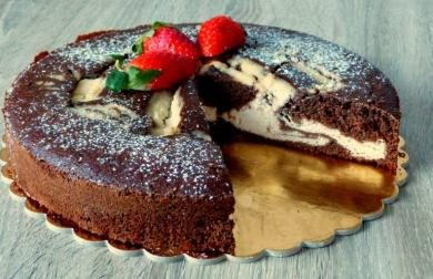 Prošívaný koláč s mandlovým tvarohem