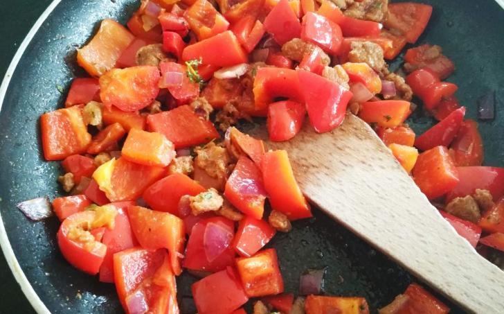Restovaná paprika se škvarky a tymiánem