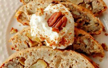 Zapečená cottage ovesná kaše s jablky a pekanovými ořechy