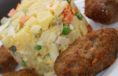 MINI řízečky z mletého masa s nebramborovým salátem - LC