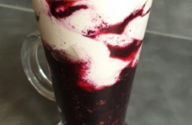 Ostružinovo tvarohový pohár
